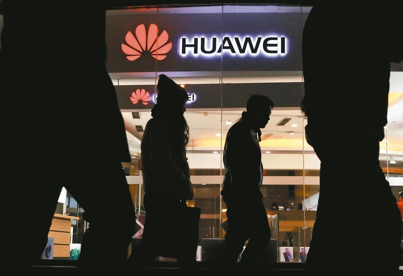 日本政府的採購指針排除中國的華為科技與中興通訊的產品。美聯社