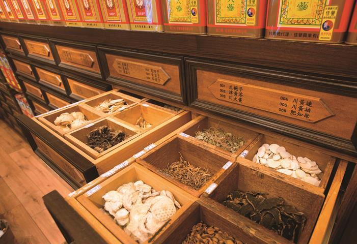 Chinese medicinal herb stores in Dadaoch...