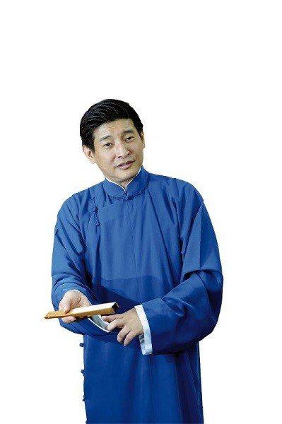 一襲長袍,一把扇子,劉增鍇用相聲牽引著觀眾進入虛擬情境。