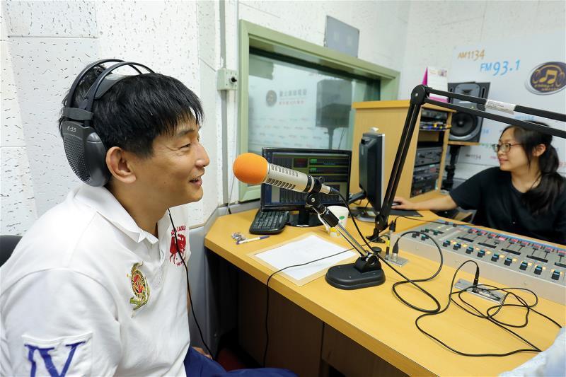 為了推動相聲,劉增鍇固定錄製廣播節目。