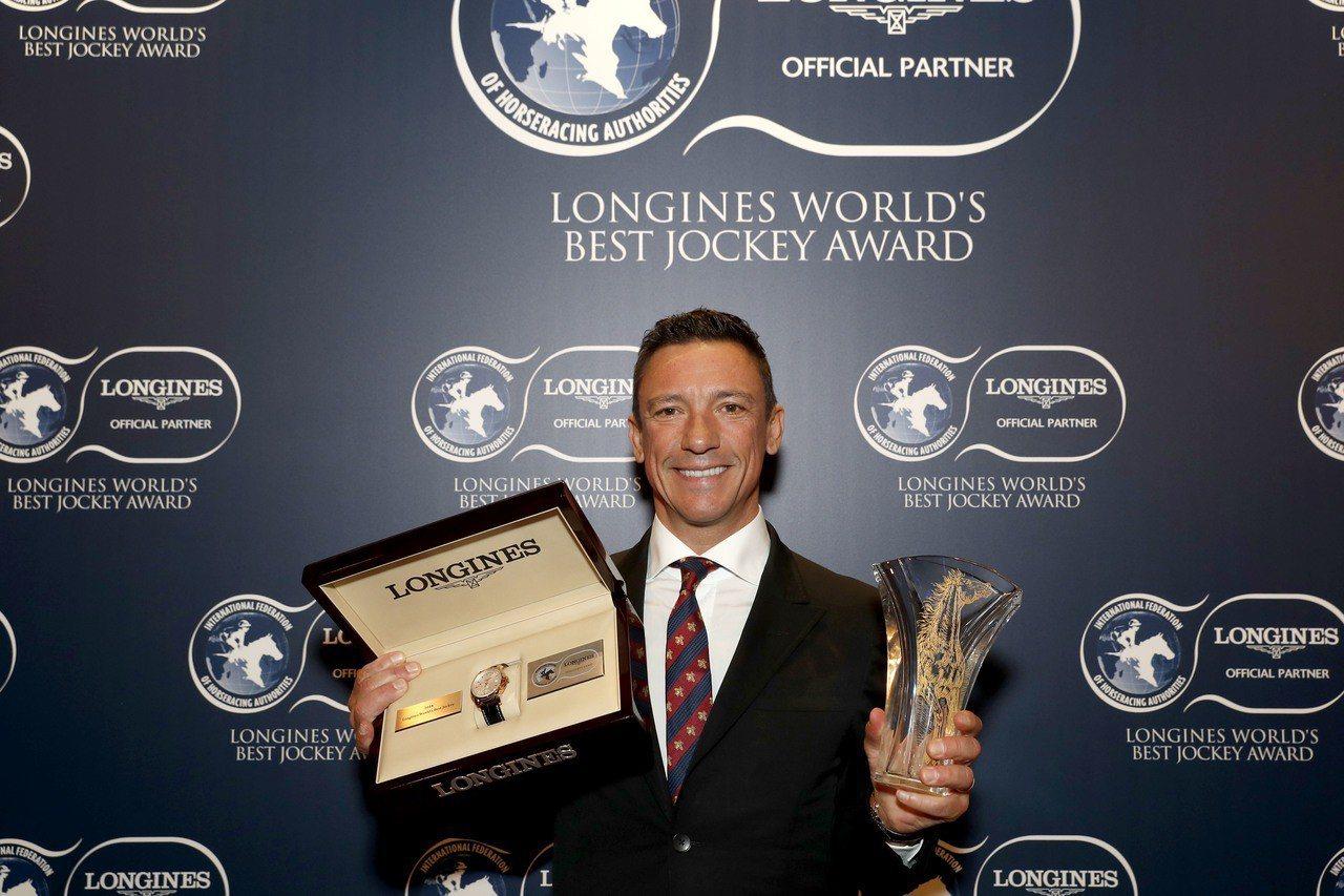 義大利騎師戴圖理勇奪2018「浪琴表全球最佳騎師」大獎。圖/Longines提供