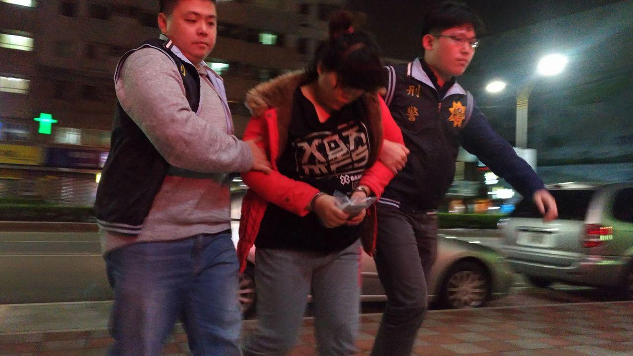 涉嫌虐嬰的保母莎莉被警方逮捕。記者林昭彰/攝影