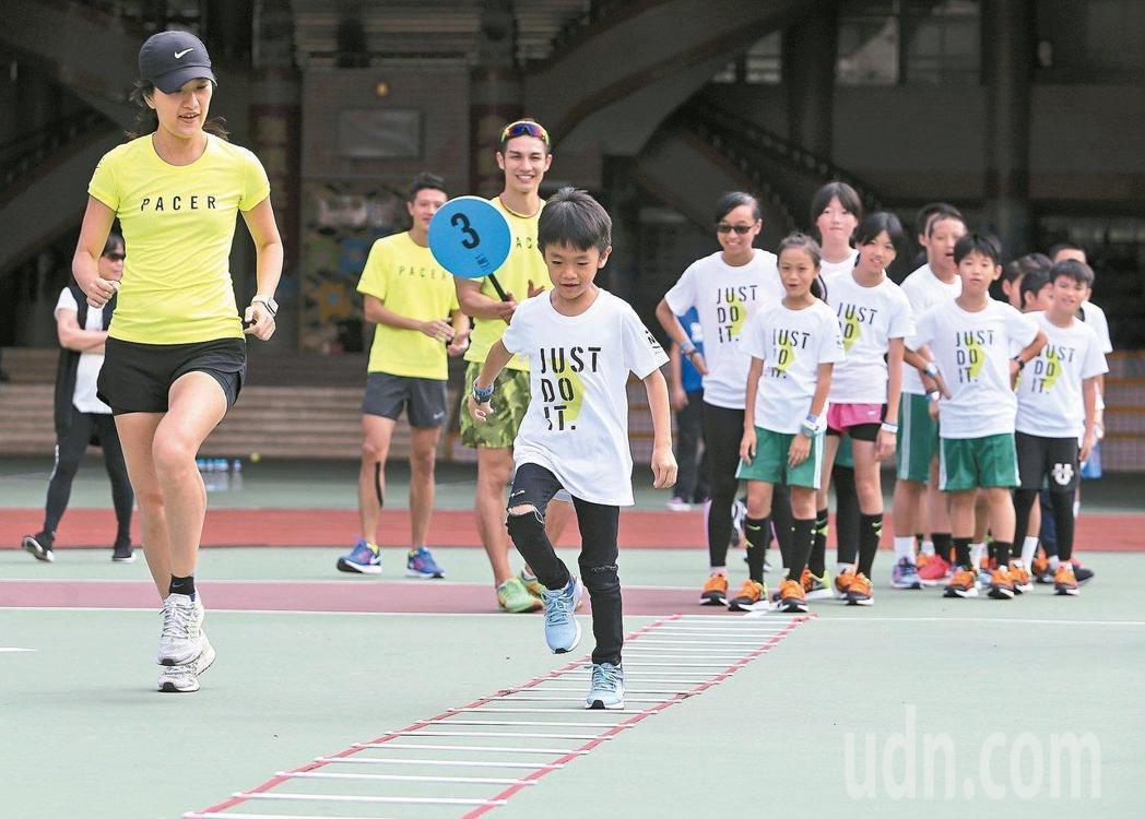 澳洲一項大型運動顯示,兒童及青少年時期缺乏運動,可能影響成年後的心理健康。圖為兒...