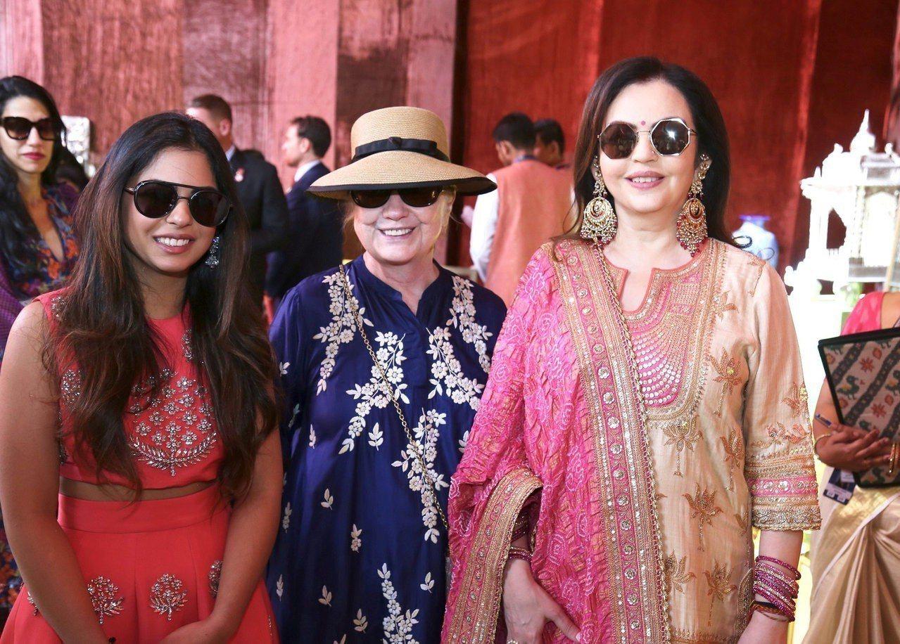印度首富穆克什12日將在孟買為女兒舉辦婚禮,上周末舉辦婚前派對,美國前國務卿希拉...