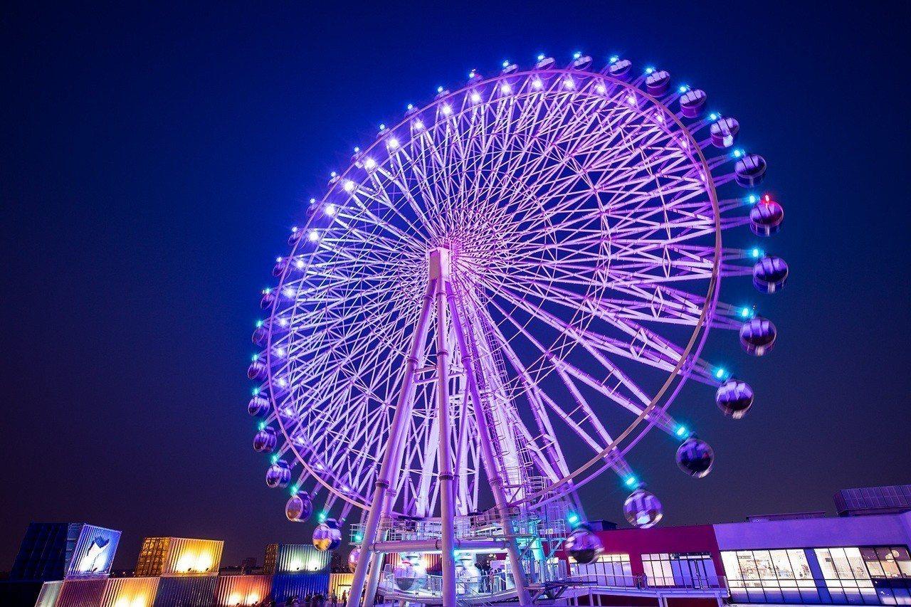 三井台中港OUTLET PARK的高約60公尺大型景觀摩天輪。圖/三井提供