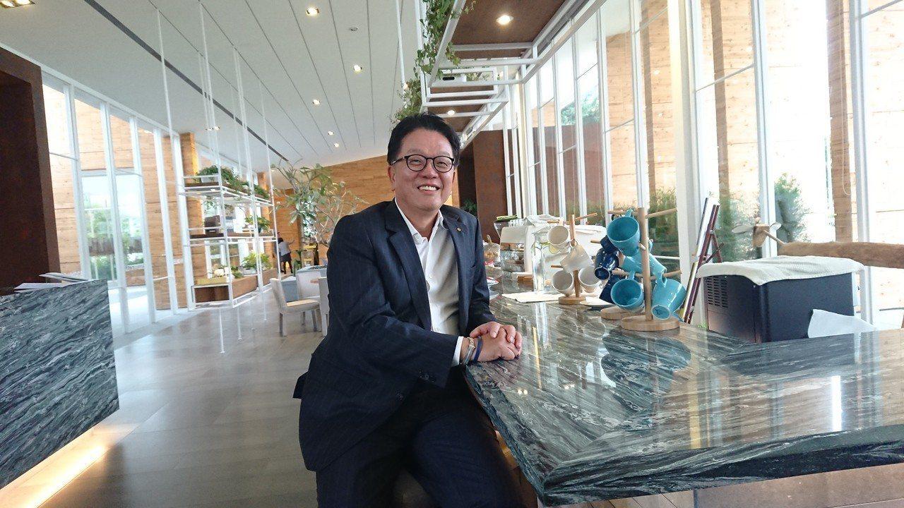 中華民國不動產代銷公會全聯會榮譽理事長王明成今(10)日表示,明年房市在市場供給...