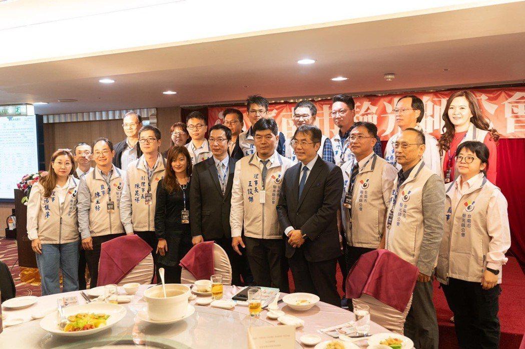 台南市驗光師公會慶祝成立一周年。圖/台南市驗光師公會提供