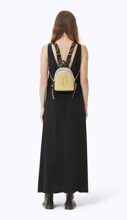 流沙金迷你Backshot包,15,900元。圖/Marc Jacobs提供