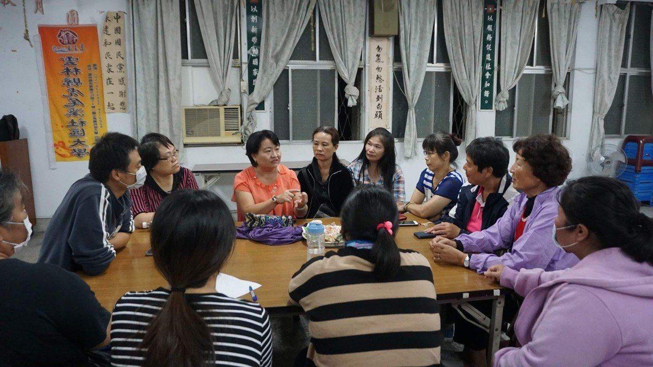 東勢鄉婦女首度投入參與式預算的分組討論,每個人用心提出建言,展現愛鄉情操,令人感...