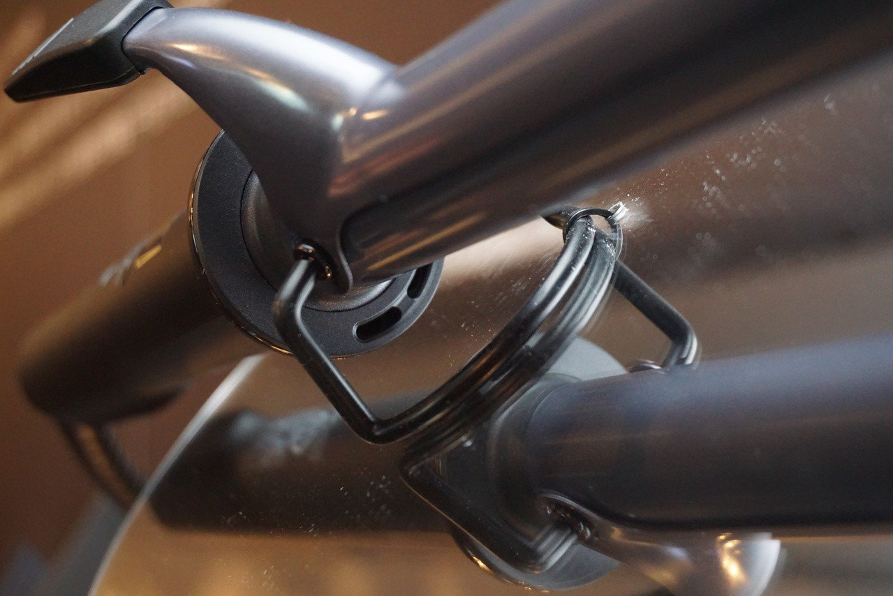 捲髮棒啟用時熱導管下方有出風口能噴射出修護離子。記者黃筱晴/攝影