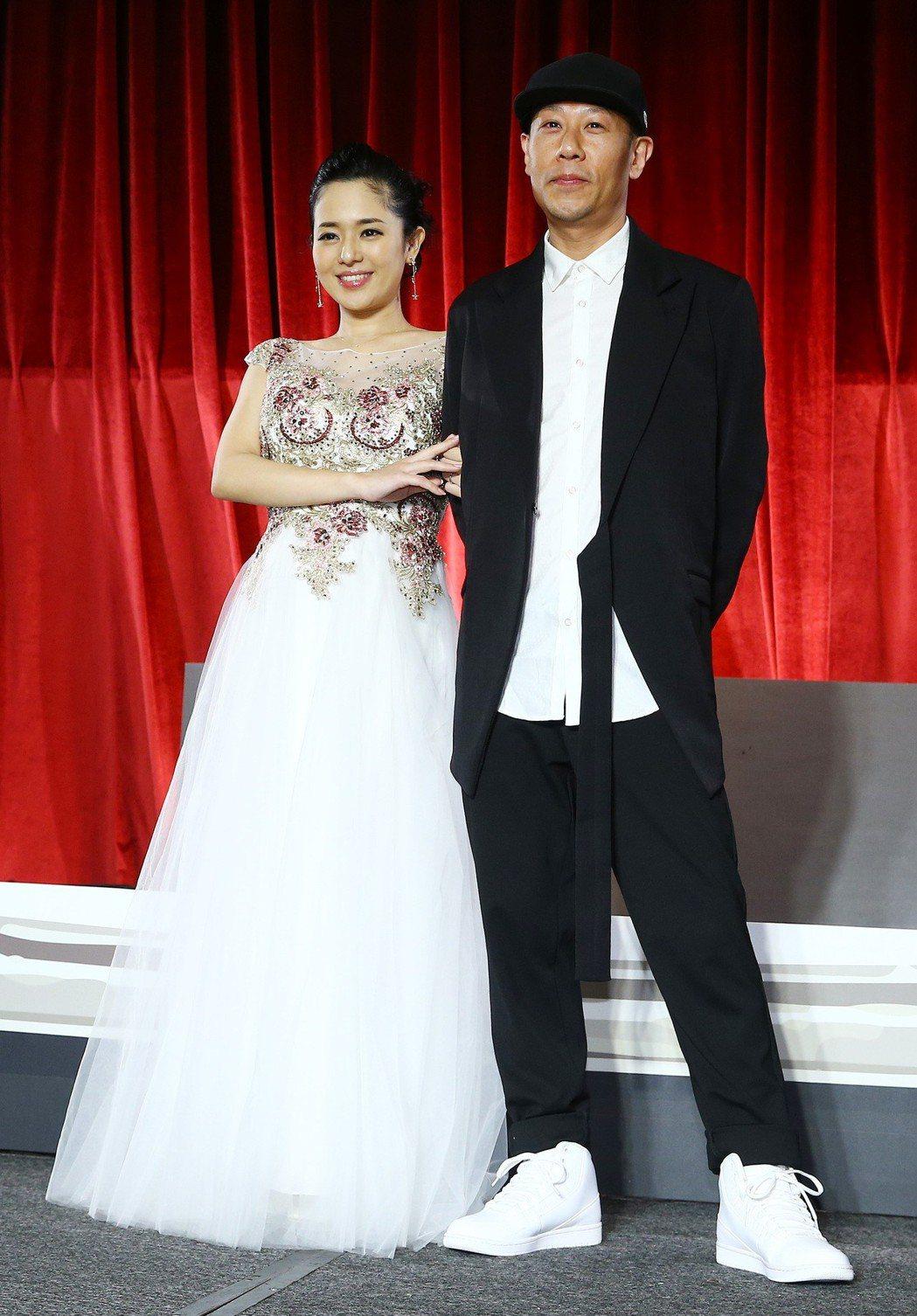 前AV女優蒼井空與DJ老公Non下午出席「這就是愛」答謝記者會,甜蜜宣布已經懷有...