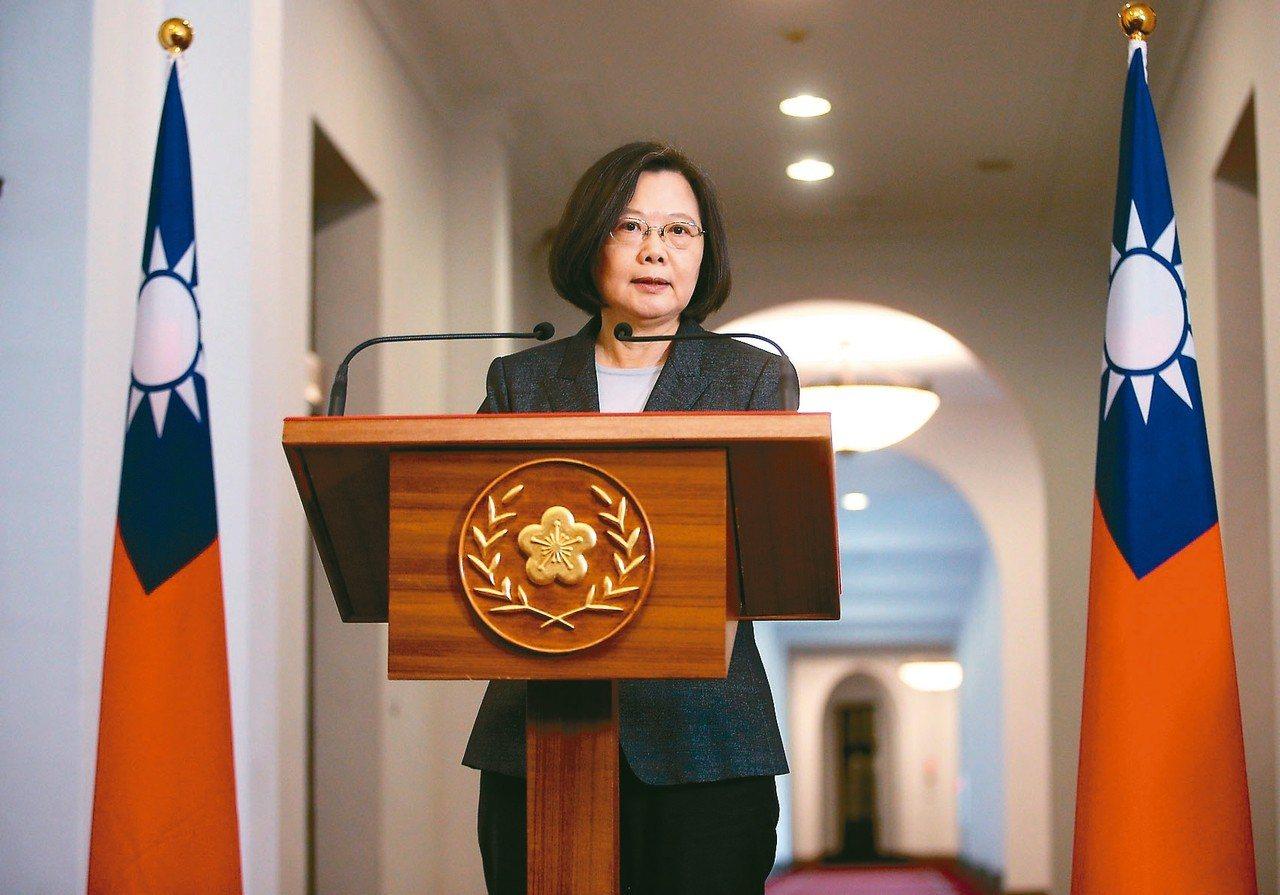 蔡英文總統發表「迴廊談話」,談到吳寶春事件,表示這是政治壓迫,台灣人不接受。 記...