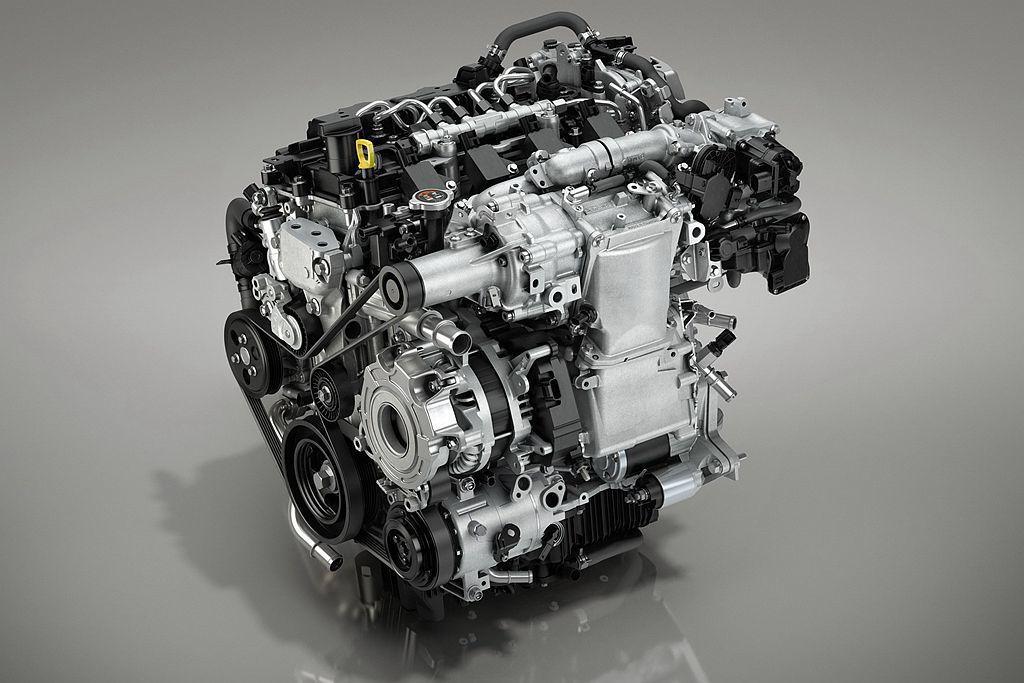 全新第四代Mazda3最受矚目的,就是新研發的SKYACTIV-X 2.0引擎,...