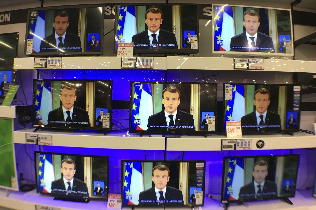 法國總統馬克宏透過電視台和廣播發表談話,坦承對一般民眾的顧慮缺乏敏感度。美聯社
