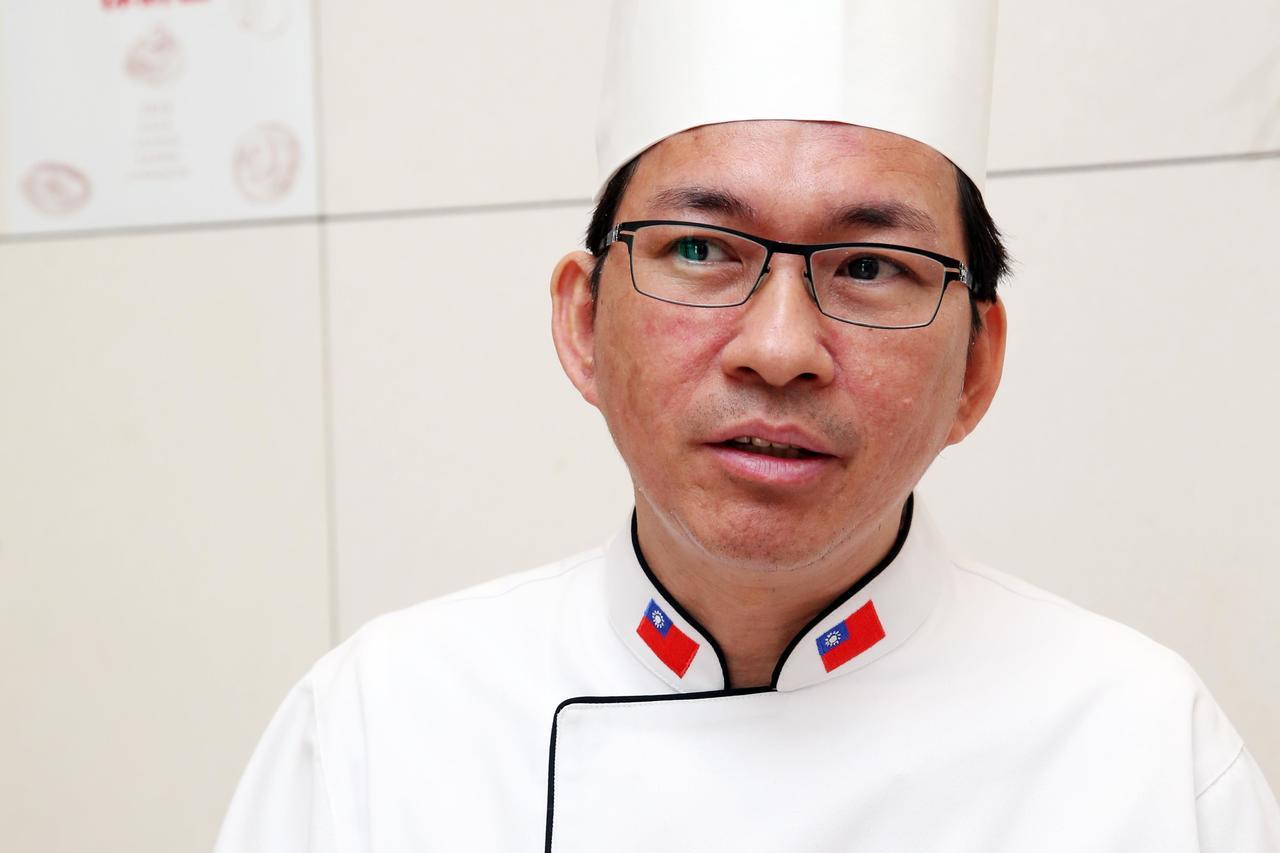 曾獲世界麵包賽冠軍的麵包師傅吳寶春的麵包店近日將在中國上海開幕,說「身為中國人,...