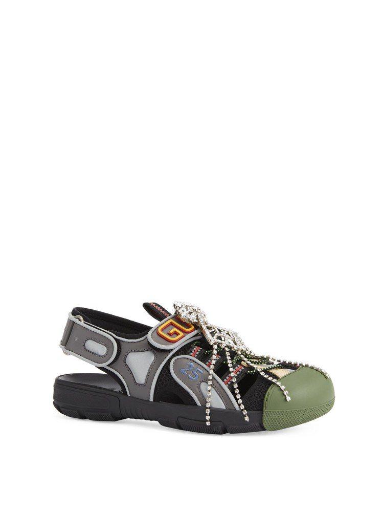 Gucci 2019春夏運用了鑽飾點綴休閒鞋款。圖/Gucci提供