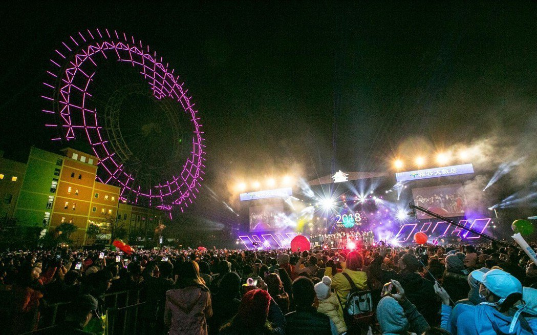 台中跨年晚會后里現場請到伍佰與China Blue陪倒數計時,有麗寶樂園的摩天輪