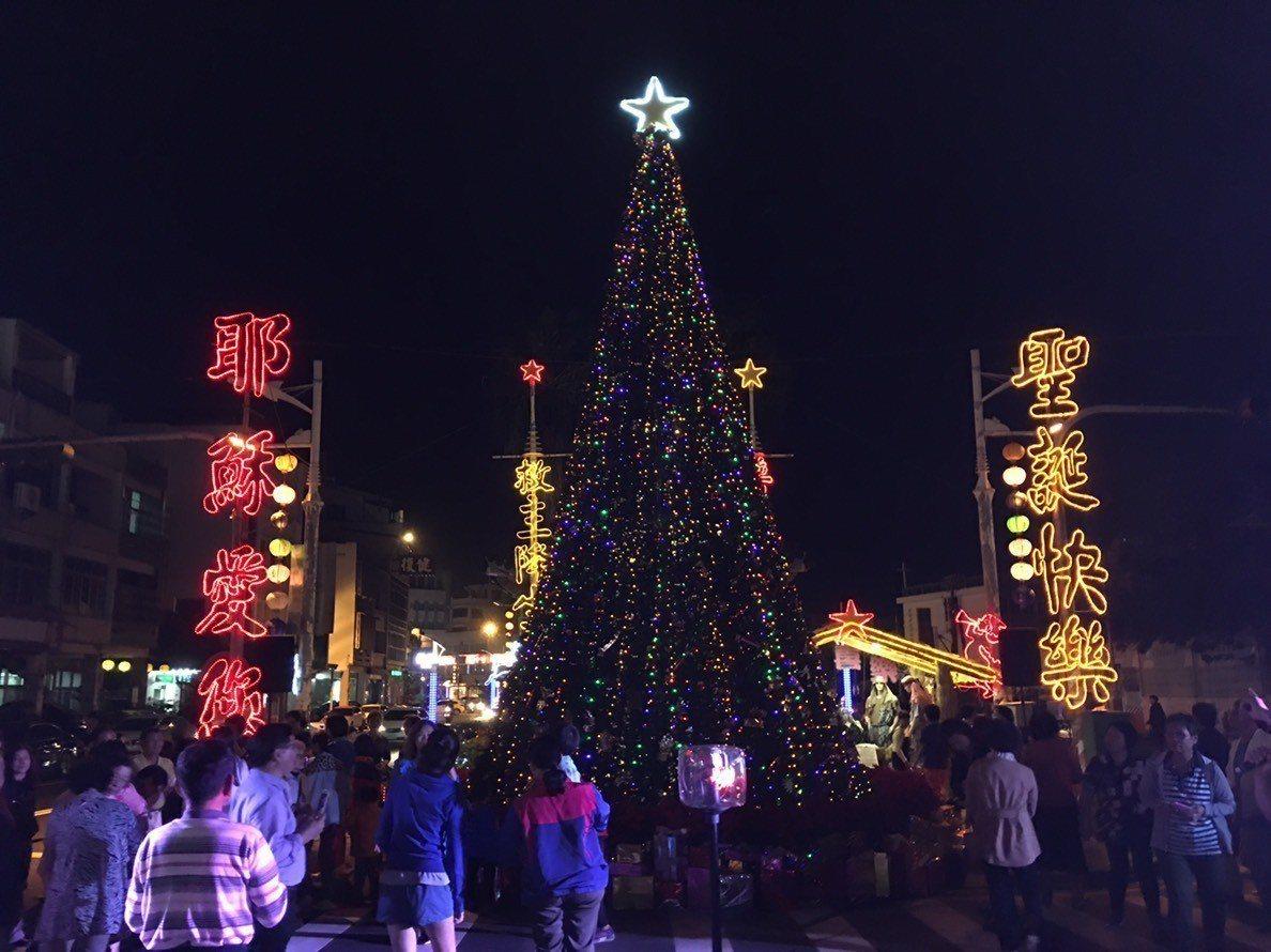 2019台灣燈會在屏東的東港小鎮燈區,將從東隆宮延伸到光復路與成功路口,目前該路...