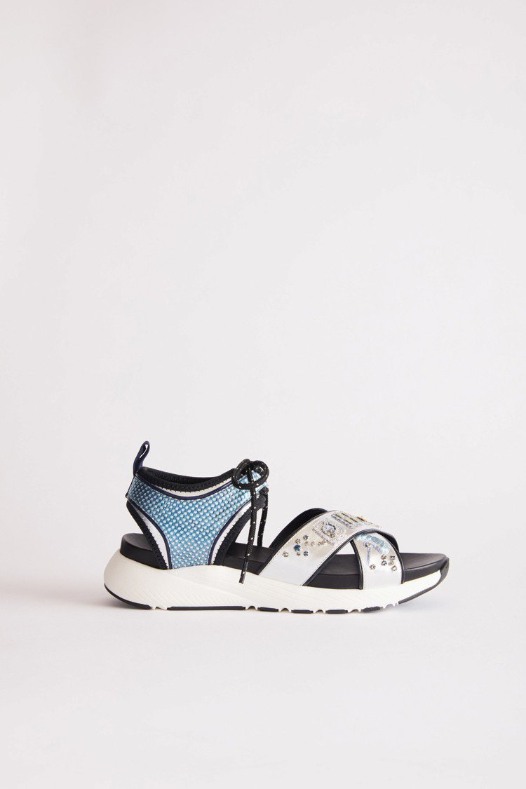 夏姿2019春夏運動涼鞋以麻將的圖案作為裝飾。圖/夏姿提供