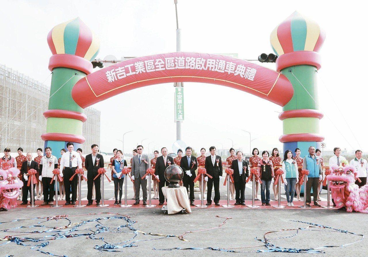 位在台南市安南區的新吉工業區,昨全區道路啟用,可快速通往國道8號。 記者鄭維真/...