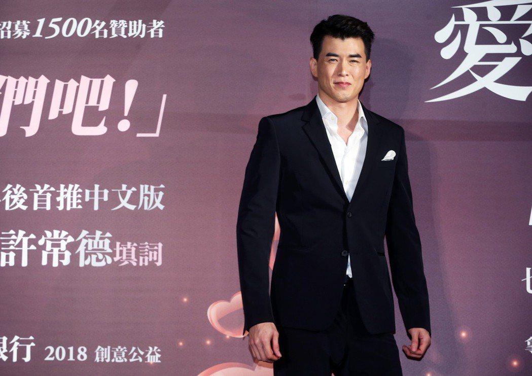 樂壇新人Chris Yahng楊仁沛出席《愛的口耳相傳》公益記者會,並在會中推出...
