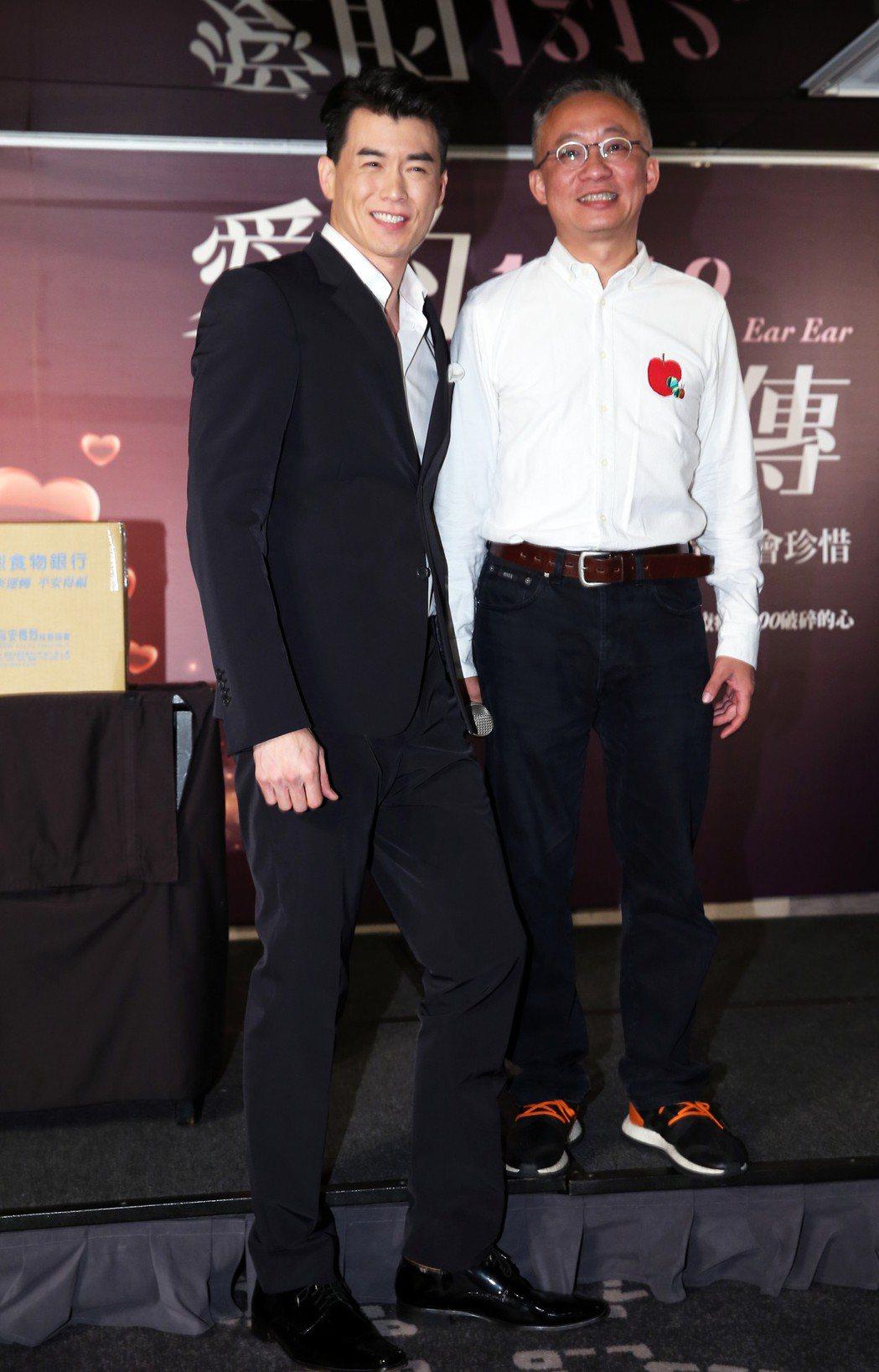 樂壇新人Chris Yahng楊仁沛(左)與音樂創作人許常德出席《愛的口耳相傳》...