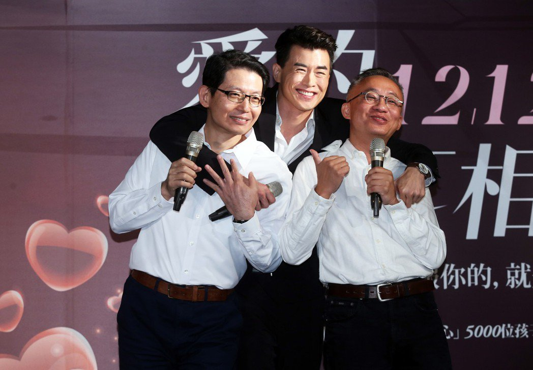 樂壇新人Chris Yahng楊仁沛(中)與音樂創作人許常德(右)及安德烈慈善協...