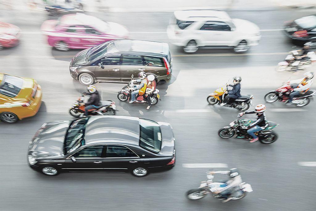 近日二輪機車是否要標配ABS防鎖定煞車系統、CBS前後煞車連動系統,成為各界熱烈討論的話題。 圖/Bosch提供