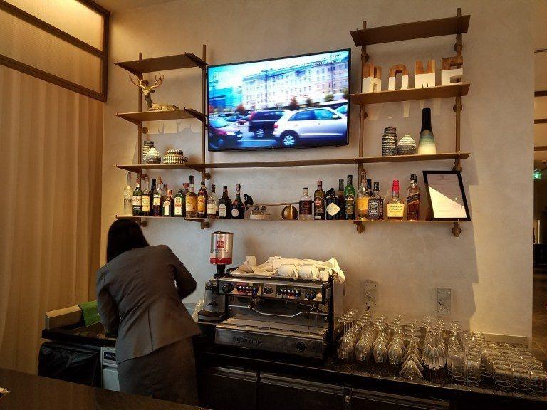圖文來自於:TripPlus還有咖啡吧/酒吧,可以製作咖啡與調酒 ※ 提醒您...