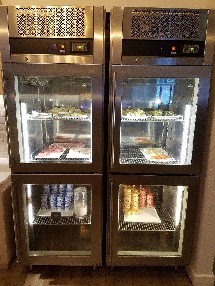 冷藏櫃內,也有優格,水果與冷盤的選項可以取用 圖文來自於:TripPlus