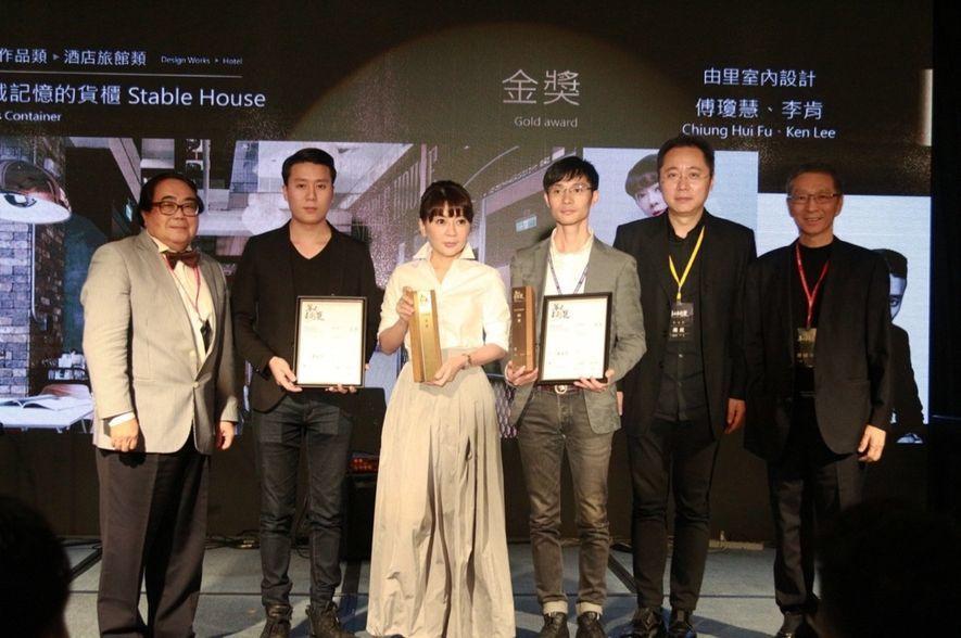 (圖)由里團隊以《裝載記憶的貨櫃》榮獲酒店旅館類「金獎」殊榮
