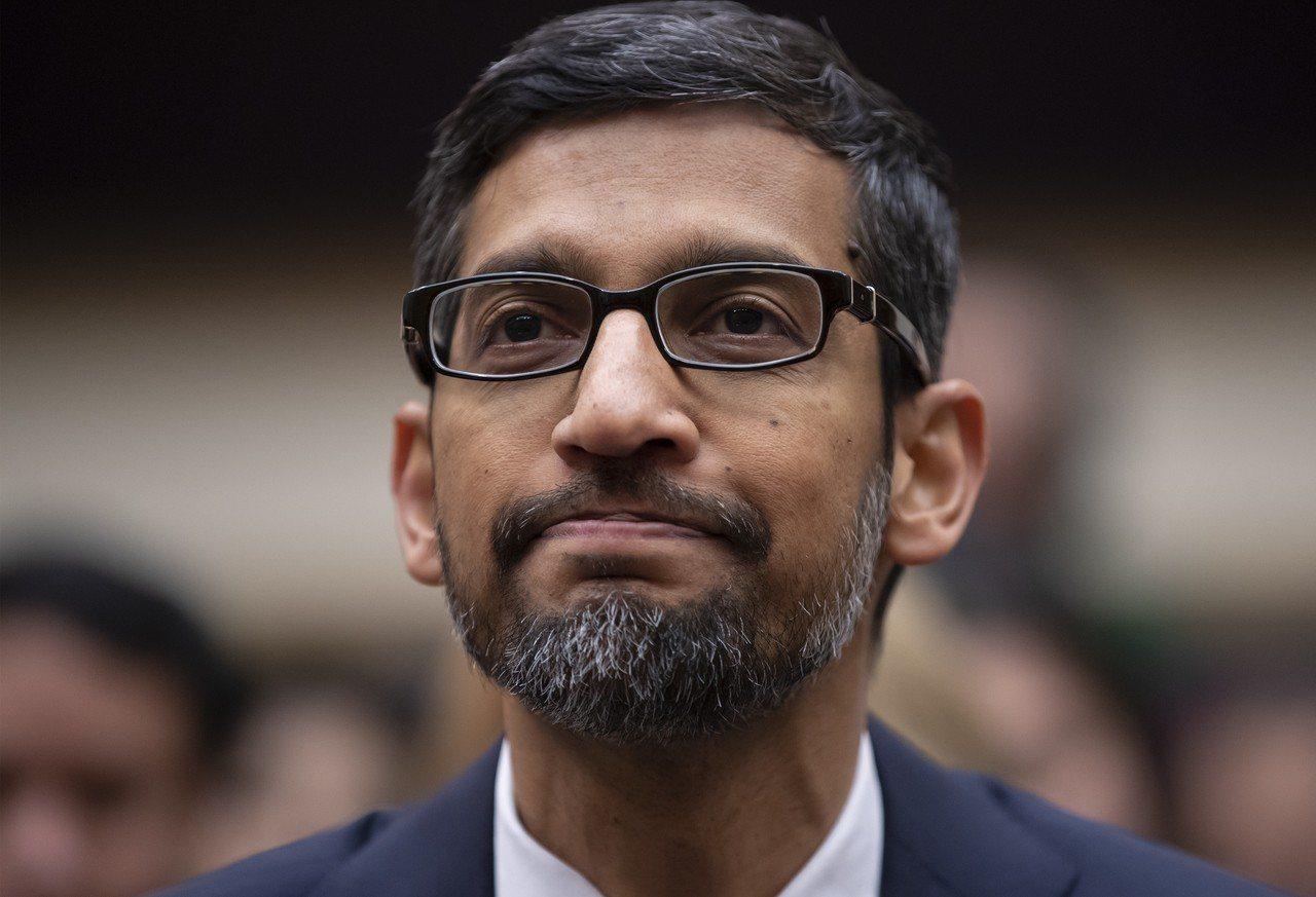 谷歌執行長皮采11日接受美國聯邦眾議院司法委員會質詢,遭共和黨籍議員質疑谷歌搜尋...