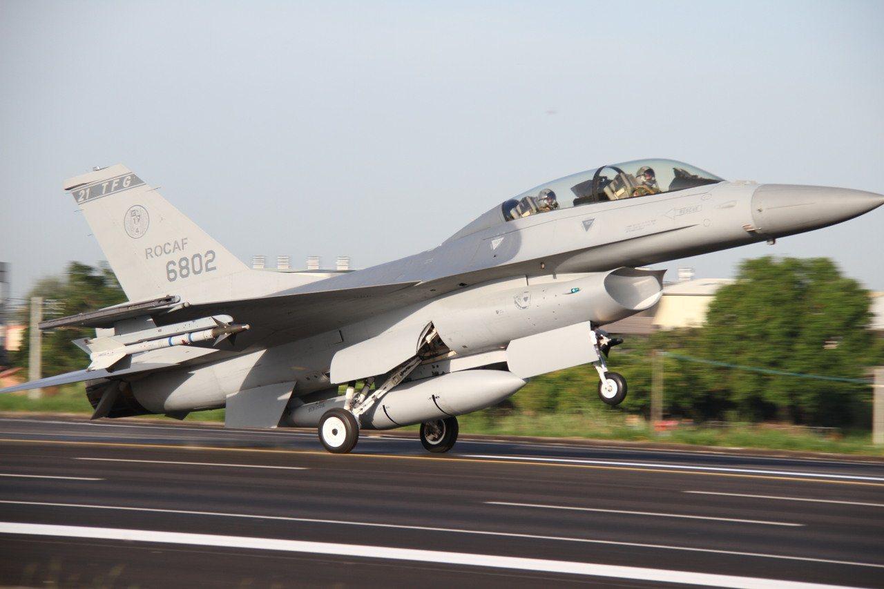 空軍坦承鳳展專案將漲到1400億元 立委批無底洞