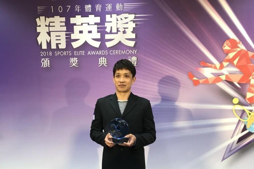 體操教練林育信獲得最佳教練獎,子弟兵李智凱則獲得最佳男運動員獎。記者劉肇育/攝影
