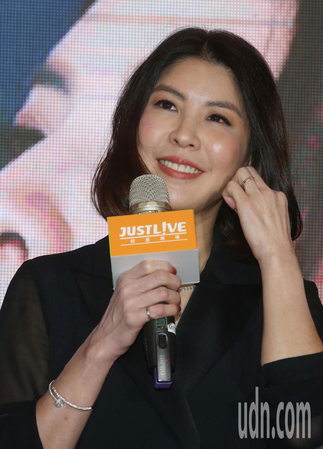 許茹芸即將在明年4月20日在台北小巨蛋舉行「綻放的綻放的綻放」演唱會。今天她在西...