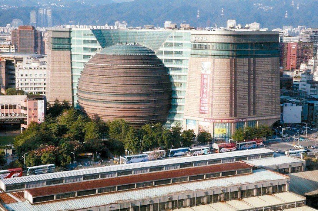 陪伴台北市民走過17個年頭的京華城。報系資料照