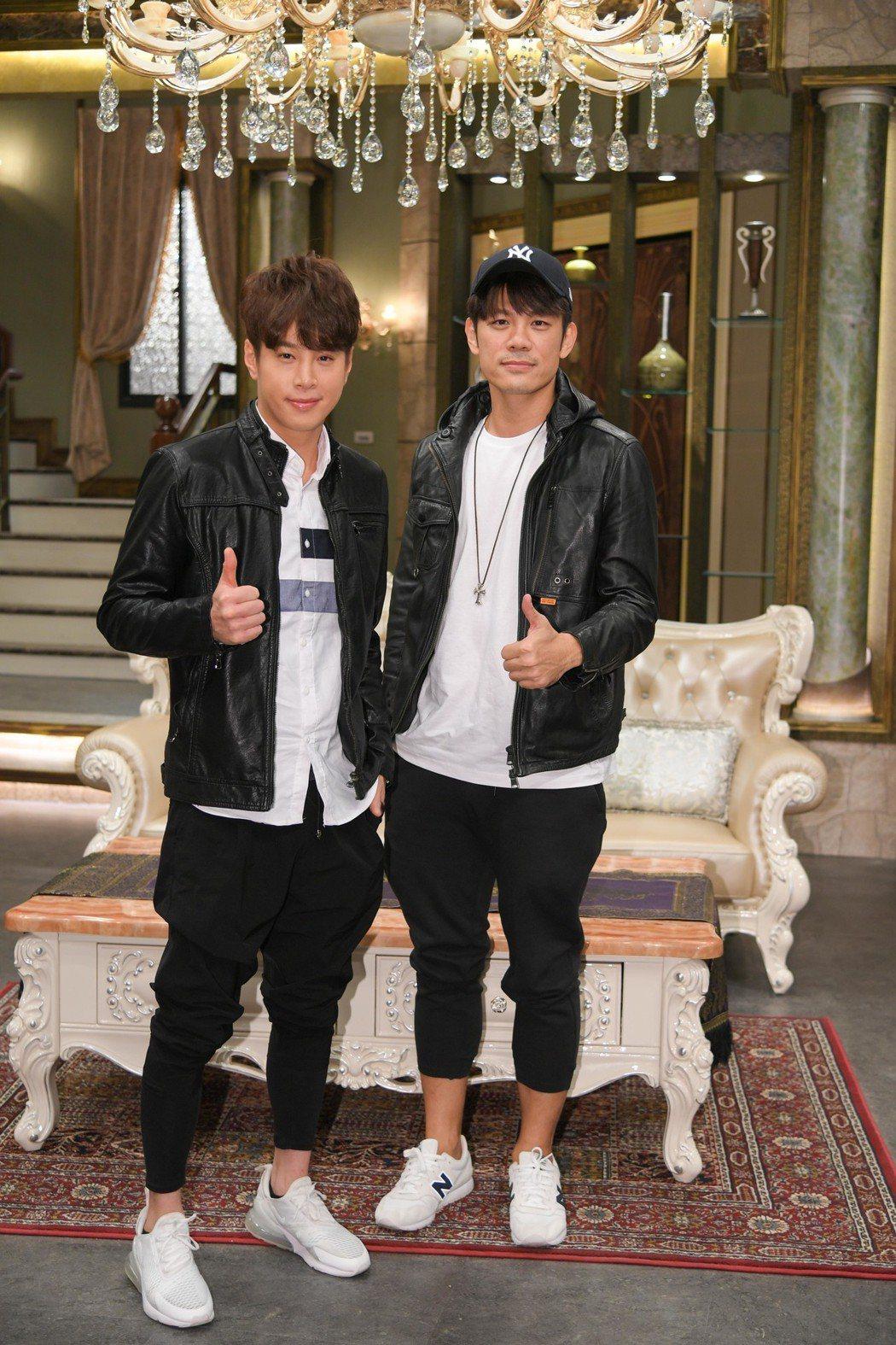 吳東諺(左)與陳志強主演三立台八「炮仔聲」。圖/三立提供
