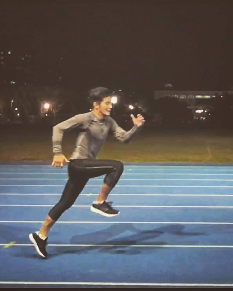 郭彥均沒事就到台大運動場裡奔跑運動。圖/郭彥均臉書