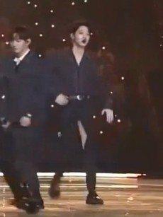 賴冠霖雖發生破褲意外,但仍敬業完成演出,備受粉絲讚賞。圖/摘自Mnet