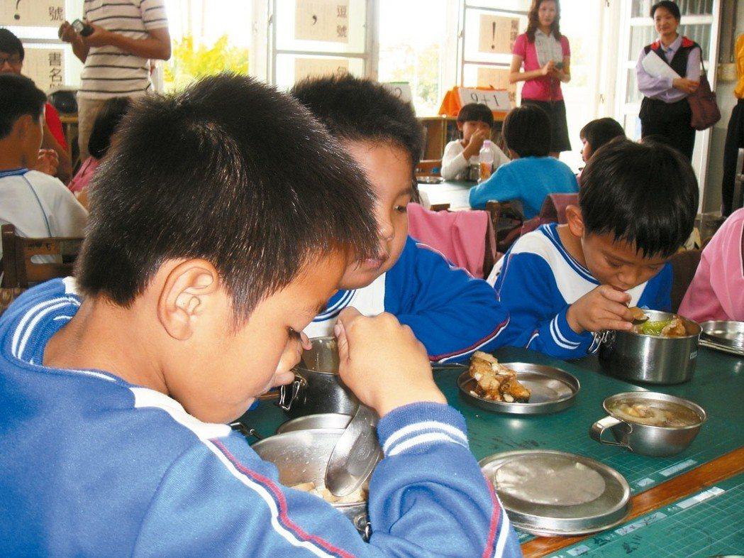 台東縣偏鄉中小學營養午餐食材運輸成本較高,在地農會伸援手。 圖╱聯合報系資料照片