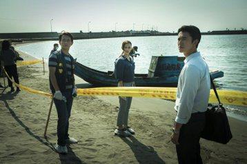 示意圖《引爆點》電影劇照。劇中姚以緹(中)、吳慷仁(右)分別飾演檢察官與法醫。 圖/牽猴子整合行銷提供