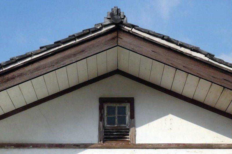 崇仁新村通海區部分建築還保留完整的日本時代飛行第八聯隊官舍風格。 圖/葉慶元提供