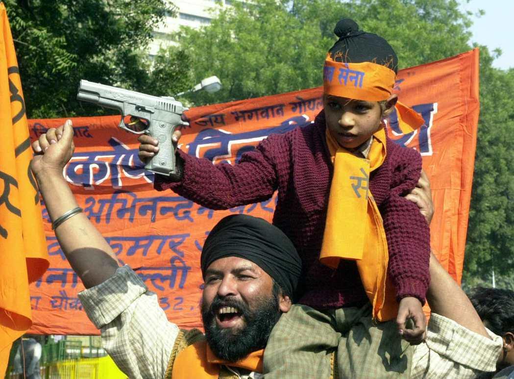 號召摧毀清真寺的團體中,民族主義政黨「濕婆軍」(Shiv Sena Party)...
