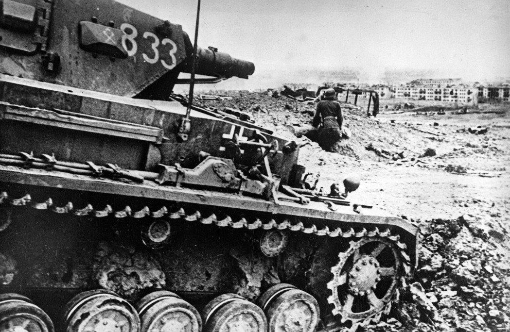 第三帝國的戰爭機器,很快地也將奧地利捲入其中。圖為二次大戰中,在東線蘇聯戰場的德...