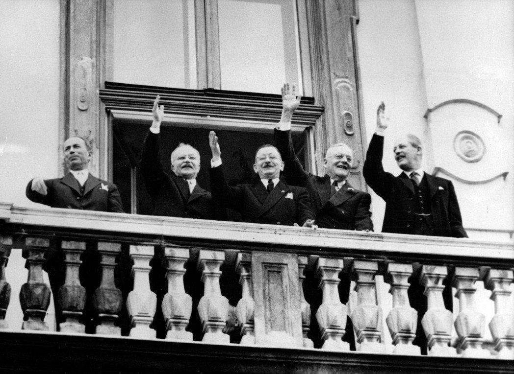 象徵性地標誌「奧地利」認同誕生的起點,是1955年5月15日在維也納美景宮簽訂的...