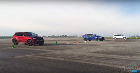 影/700匹馬力Trackhawk休旅還跑不贏 Tesla Model X嗎?