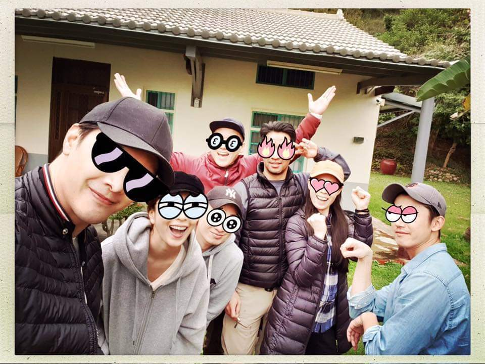 楊謹華與好友們露營慶生。圖/摘自臉書