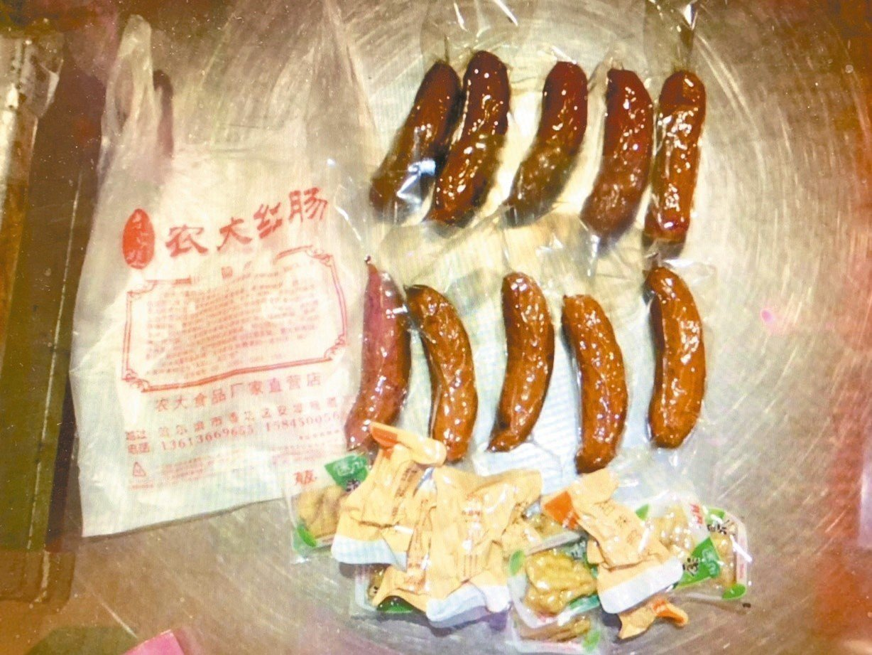旅客帶進違規肉製品,驗出非洲豬瘟病毒。圖/農委會防檢局提供