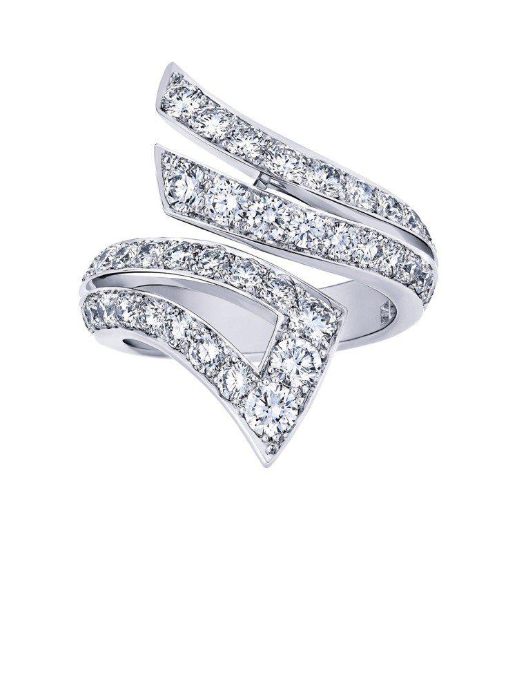李冰冰配戴的De Beers Stream 鑽石戒指,23萬8,000元。圖/D...