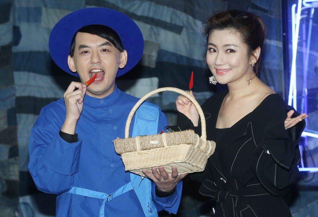 Selina(右)到場祝賀黃子佼發片。記者林俊良/攝影